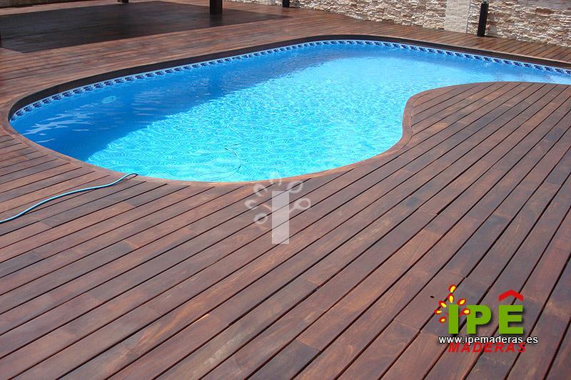 TARIMA DE MADERA IPE instalada en piscina