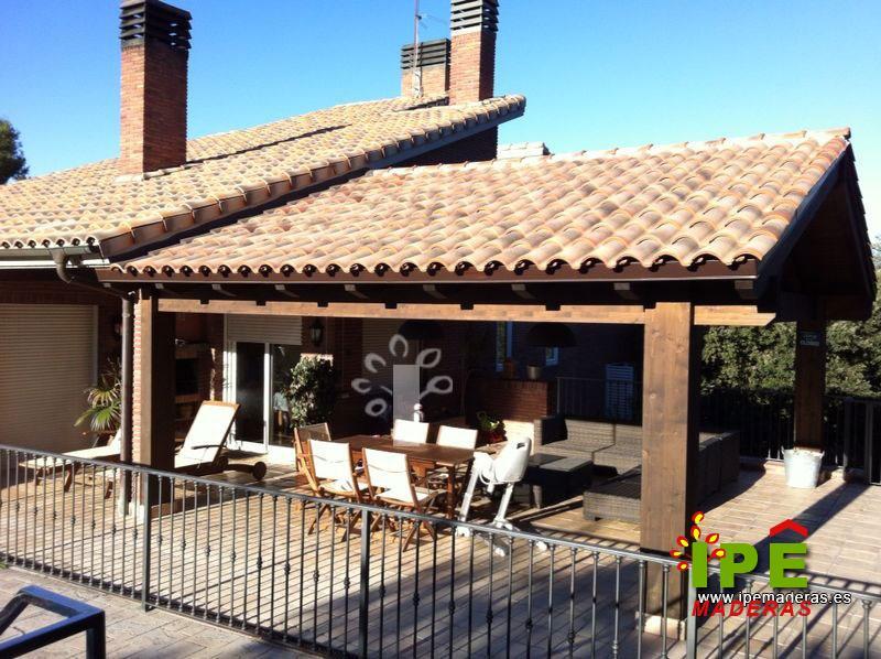 Hacer porche de madera fotos de photo cobertizo y prgolas de madera y metal jardn con piscina - Piscina cubierta linares ...