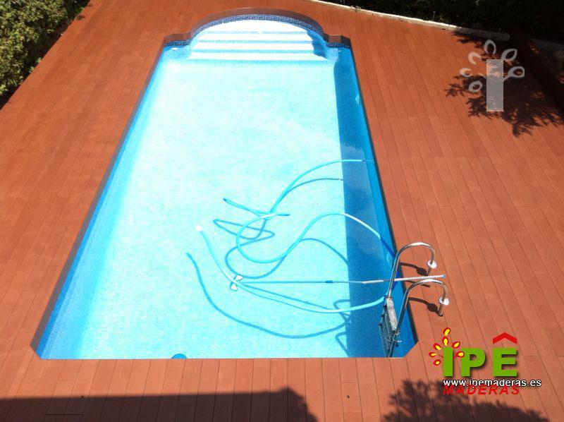 Tarima para piscinas tarima de exterior piscinas for Piscina torrelodones