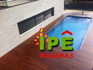 Tarima de madera IPE en piscina