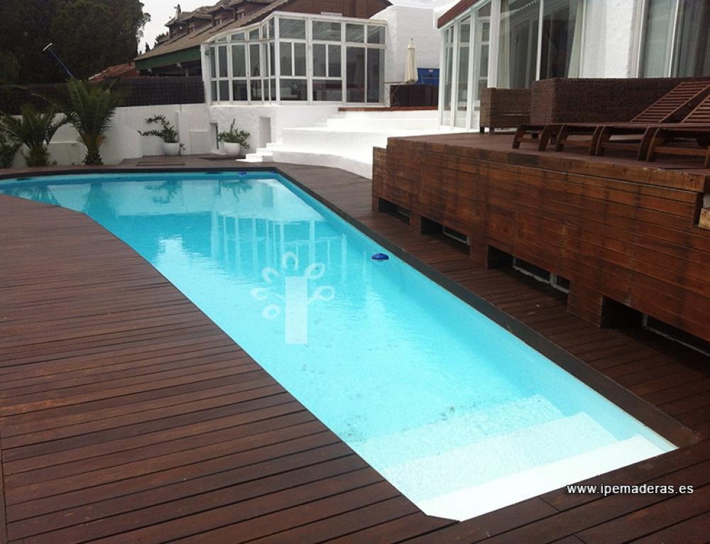 4 ejemplos de tarima de madera para piscinas