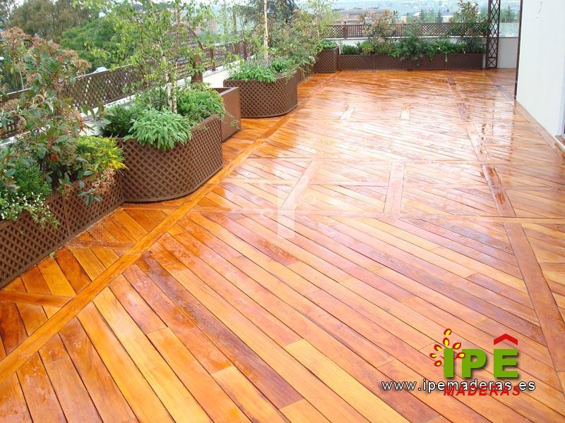 Tarima de madera exterior tropical