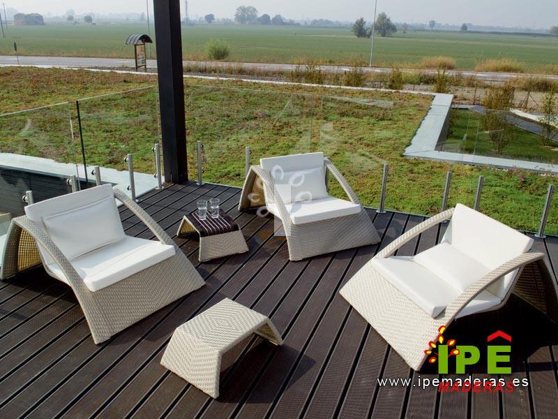 Tarima exterior sintética en terraza