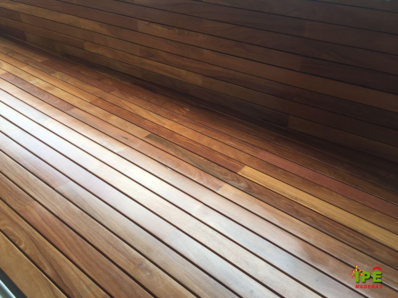 Tarima de madera en exterior ático Barcelona