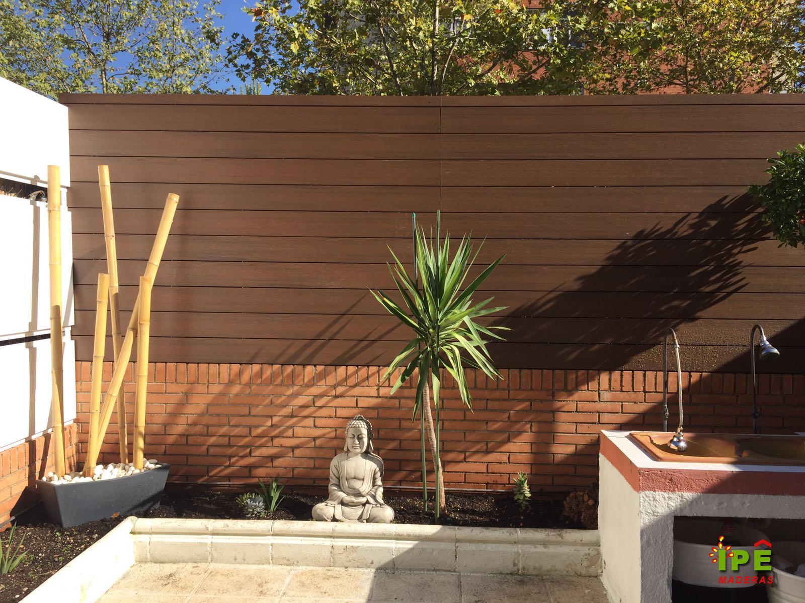 Tarima sint tica en una valla ipe maderas - Vallas de madera para piscinas ...